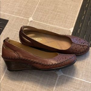 Woman's Naturalizer brown leather wedge shoes